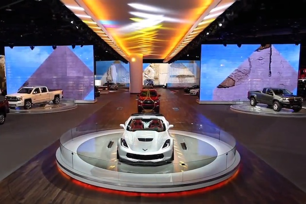 【北米国際自動車ショー2015】一際目立っていたシボレーのブースを、ドローンによる空撮映像で体験!