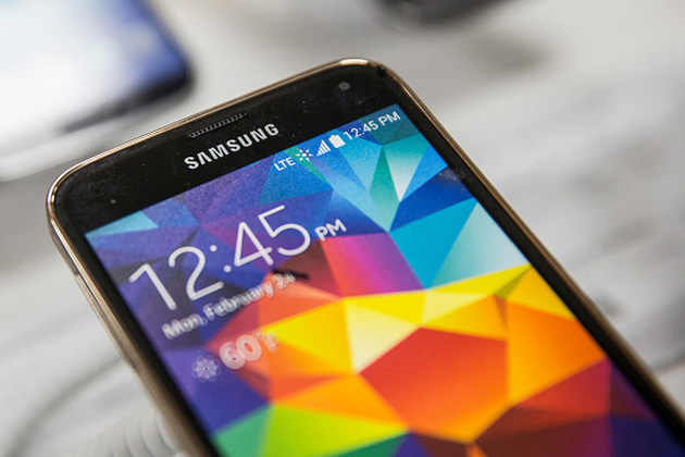 A Galaxy S5 for Sprint at a Best Buy store