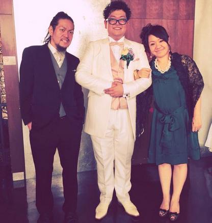 マキシマム ザ ホルモン亮くん、結婚式にも便所サンダルで出席してカッコよすぎる