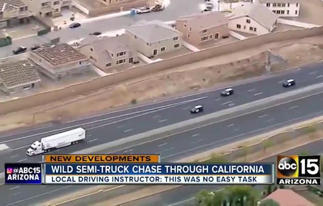 【ビデオ】セミトレーラーを盗んだ男が警察に追われながら3時間におよぶ逃走!