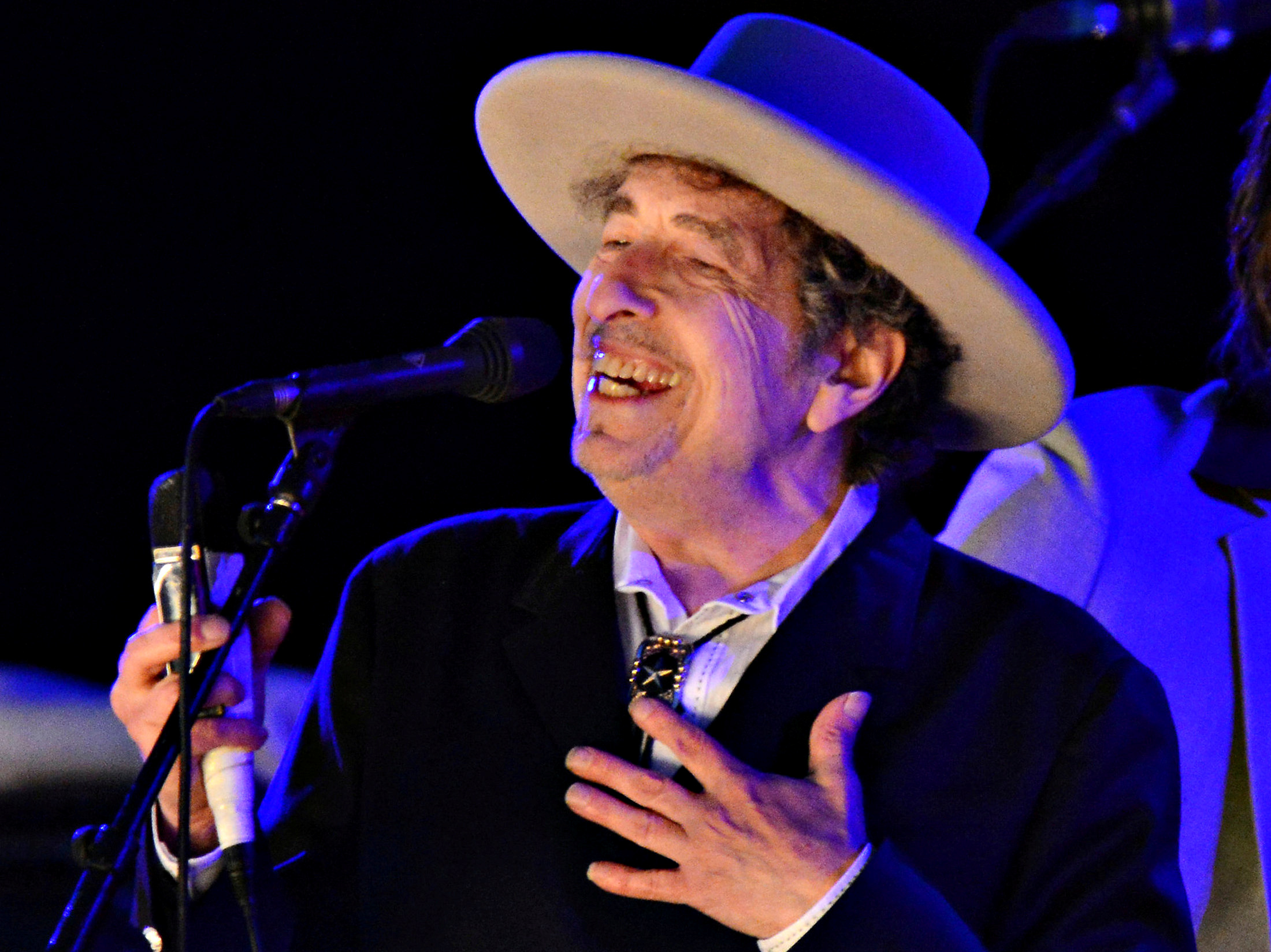 Bob Dylan's website scrubs mention of winning Nobel Prize in Literature