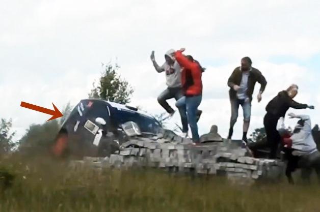 Crash, Motorsport, Rallye, Unfall, tot, verletzt, lebensbedrohlich, gefahr, danger, Citroen C2, RallyCross, Motorsport Crash, Video
