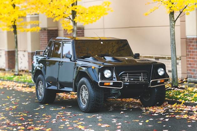 稀少な米国仕様のランボルギーニ「LM002」がオークションに出品され、約5,300万円で落札