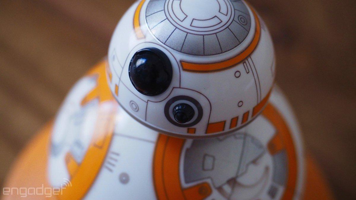 El Sphero de BB-8 a la venta por 150 dólares (y alguien lo ha destripado)