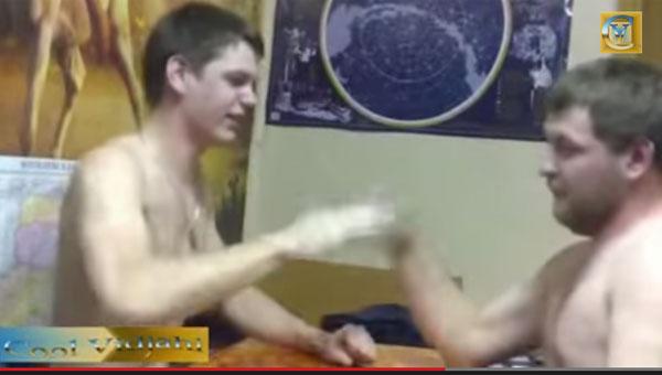 【おそロシア】裸で「じゃんけんビンタ」を繰り返す男達が意味不明だけど超楽しそう!