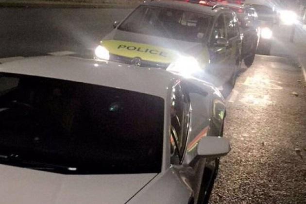 ロンドンの警官が、ランボルギーニ「ウラカン」を不当に押収し乗り回していた事が発覚