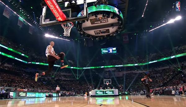 NBA史上最高のダンカー、ザック・ラヴィーン(19歳)の超絶ダンクが凄い【動画】