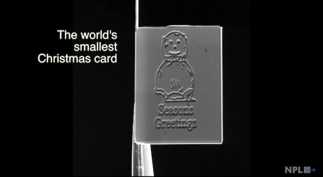 15 × 20 Mikrometer: Das ist die kleinste Weihnachtskarte der Welt