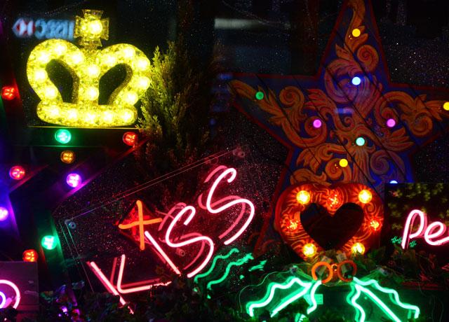selfridges christmas window display