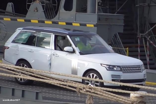 【ビデオ】英の大型貨物船座礁事故、積まれていた車両が回収されるもその多くは廃車に?