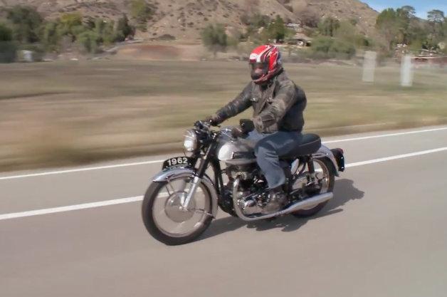【ビデオ】ジェイ・レノが英国製ビンテージバイク「ノートン650SS」の魅力を語る