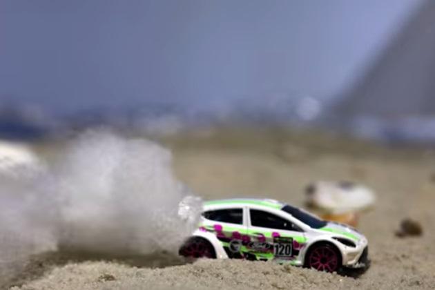 【ビデオ】ミニカーがビーチでドリフトする『ビーチカーナ1.0』を豪フォードが公開!