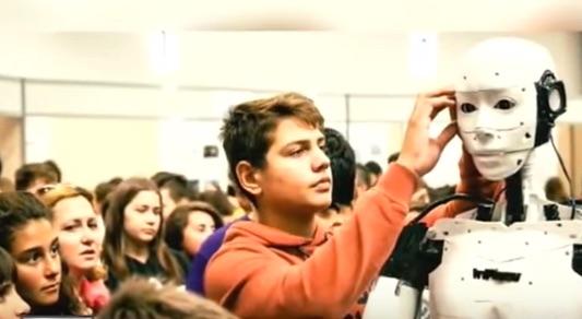 15歳の天才少年が作り上げた等身大の人型ロボットがスゴすぎる!【動画】