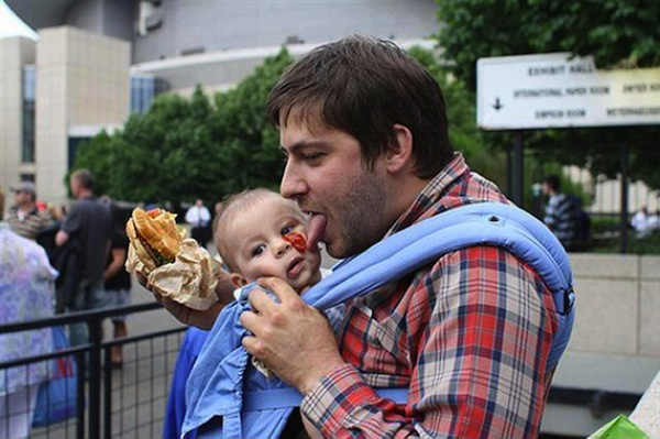 funny dads, best dads, dad licking ketchup off baby