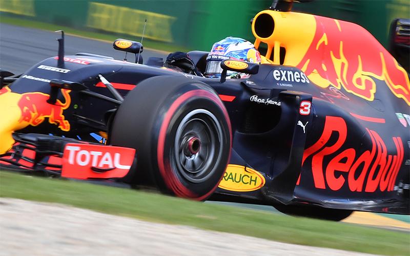 Daniel Ricciardo drives during the 2016 Australian F1 Grand Prix.