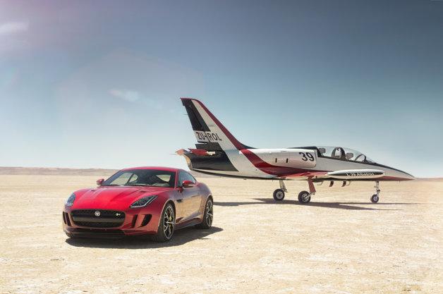 ジャガーが「Fタイプ」のAWDモデルをLAオートショーで公開(ビデオ付)