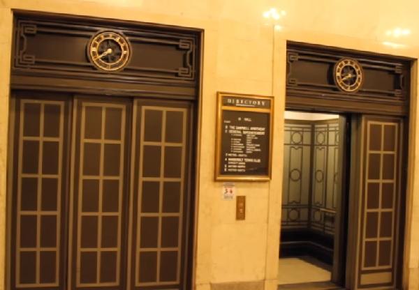 実は、エレベーターの「閉」ボタンは意味ない!?