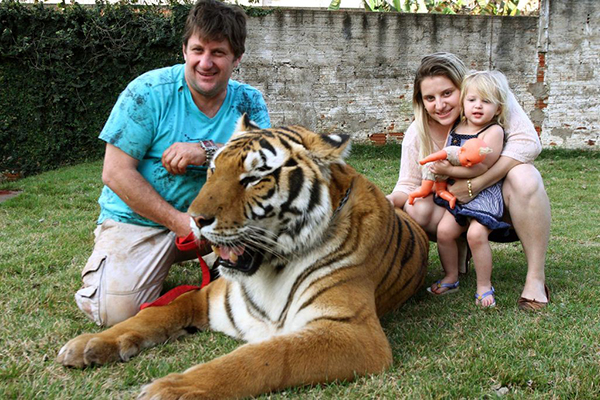 badass pets, people with exotic pets