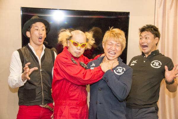 レスラー日高郁人の20周年記念興行の発表会見に電撃ネットワークの南部が登場!