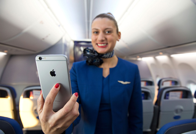 United Airlines attendants will get the iPhone 6 Plus to help you mid-flight