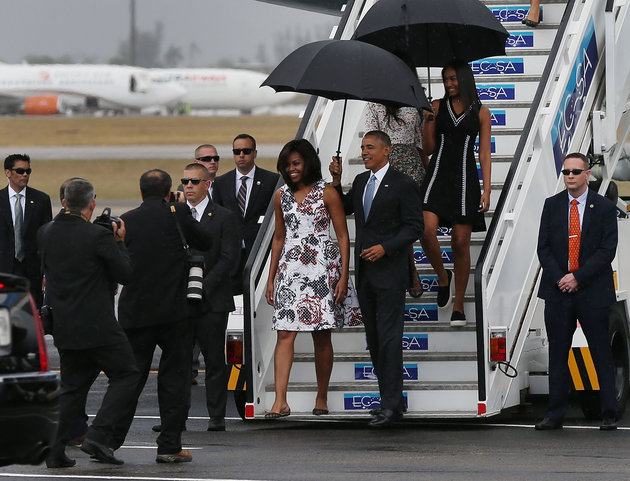 HAVANA, CUBA - MARCH 20:  President Barack Obama, Michelle Obama and Sasha Obama (R) walk down the stairs as they arrive at Jose Marti International Airport on Airforce One for a 48-hour visit on March 20, 2016 in Havana, Cuba. Mr. Obama's visit is the first in nearly 90 years for a sitting president, the last one being Calvin Coolidge.  (Photo by Joe Raedle/Getty Images)
