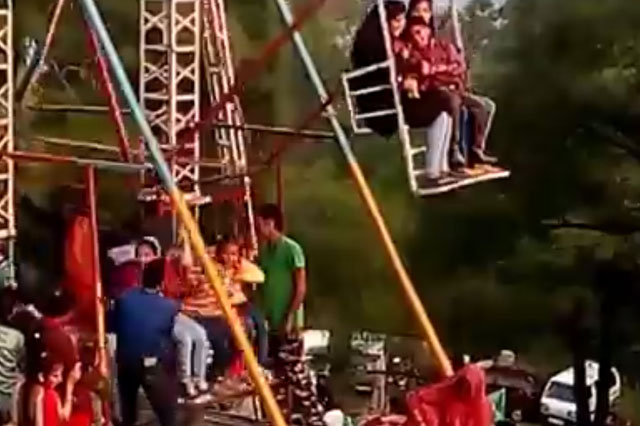 Ferris wheel powered by teens (video)