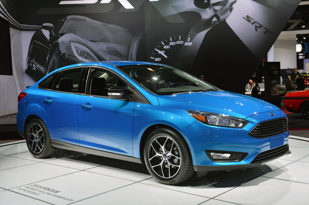 2015 ford focus sedan shows its fresh face in new york. Black Bedroom Furniture Sets. Home Design Ideas