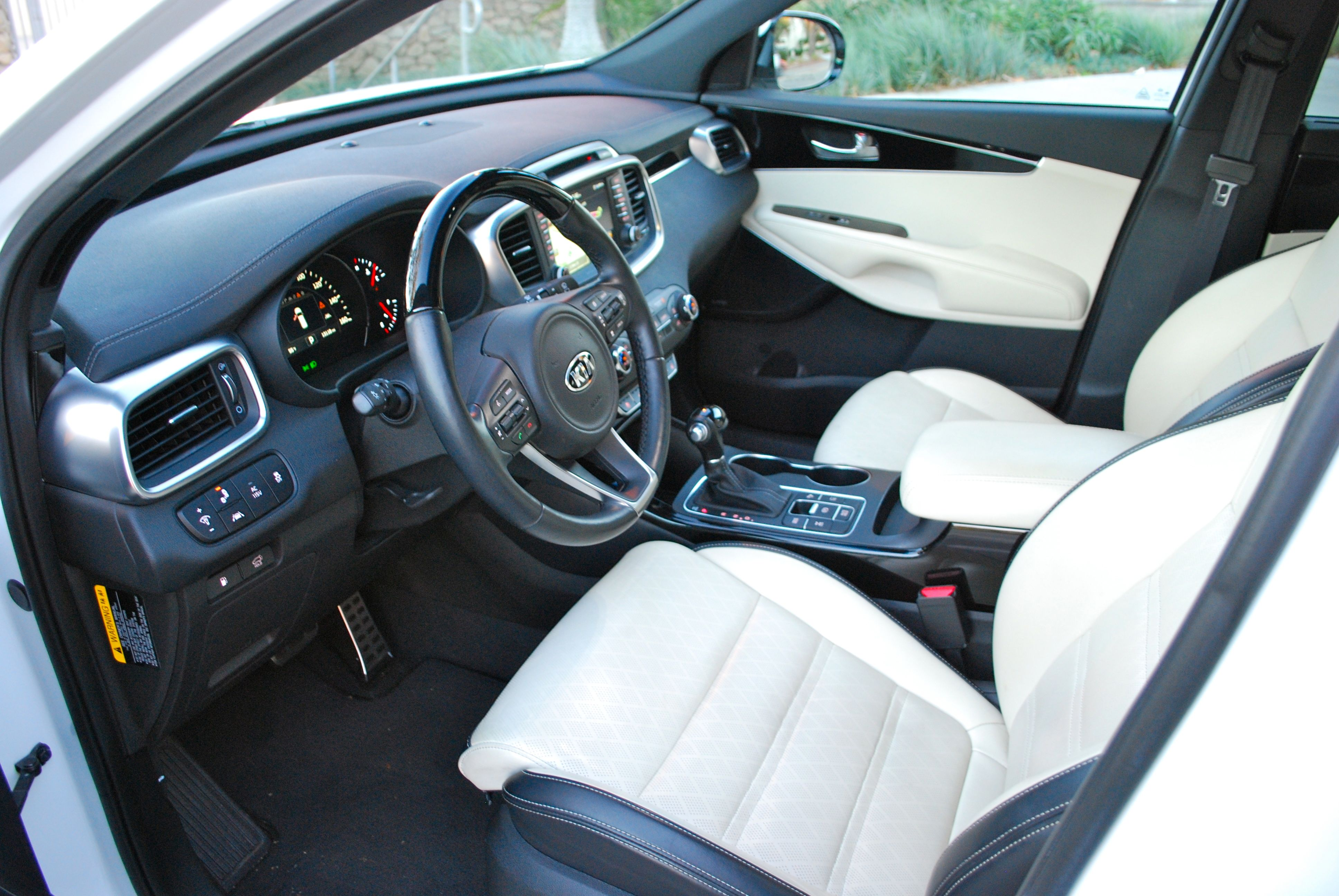 why kia doesn 39 t need a premium brand autoblog. Black Bedroom Furniture Sets. Home Design Ideas