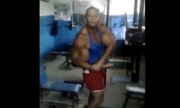 ポパイかよ!筋肉を付けすぎた男の力こぶが異次元すぎると話題に【動画】