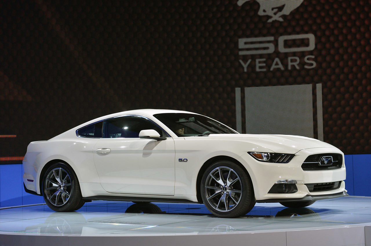 New York: 2015 Ford Mustang 50th Anniversary Edition debuts on stage
