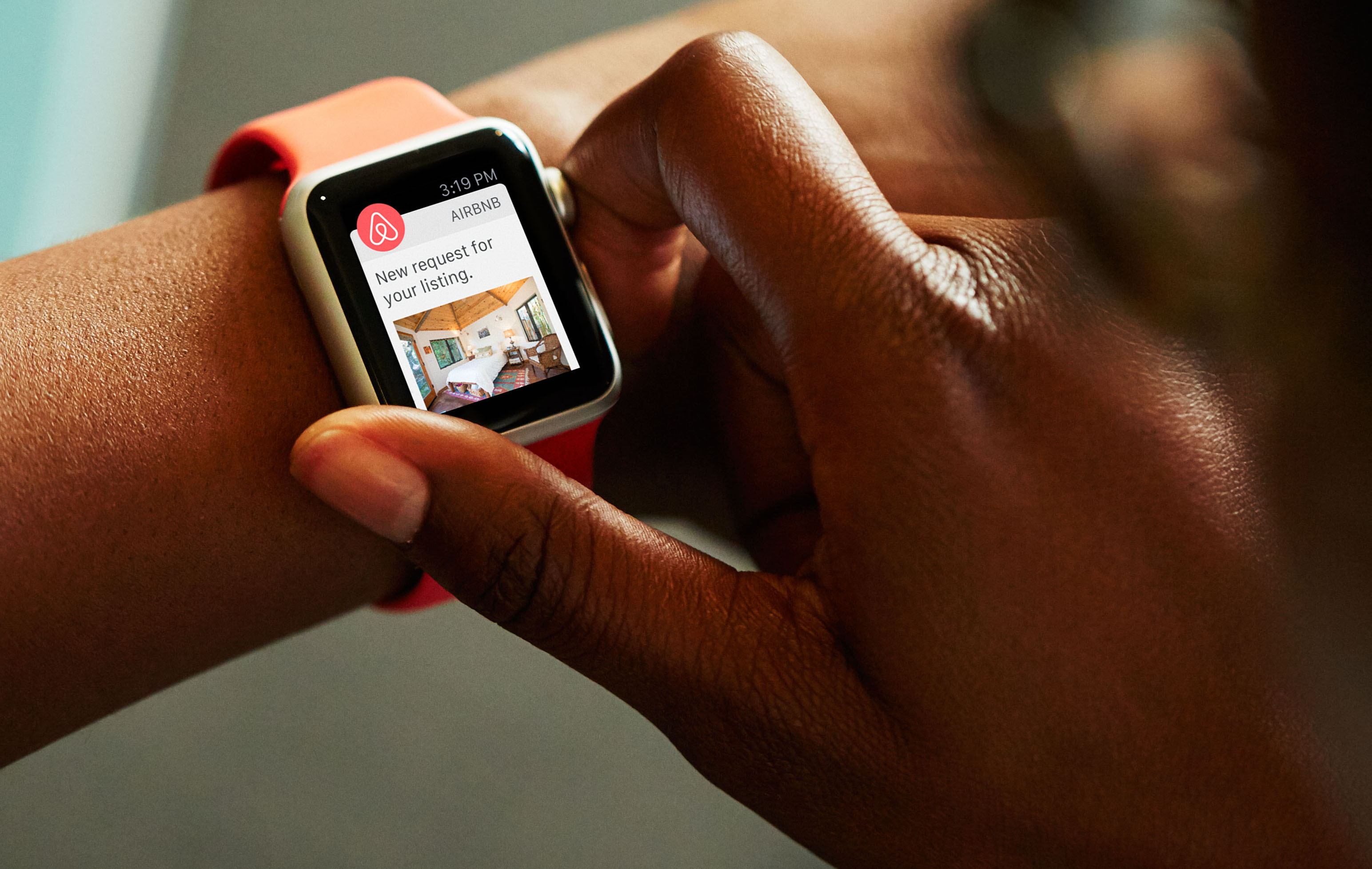 Airbnb's Apple Watch app focuses on putting hosts and guests in touch