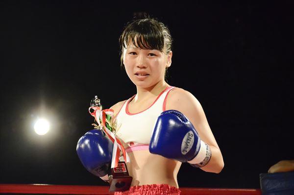 身長153cmの美人女子高生格闘家・吉野楓香(17歳)「プロは完全な殴り合い!」