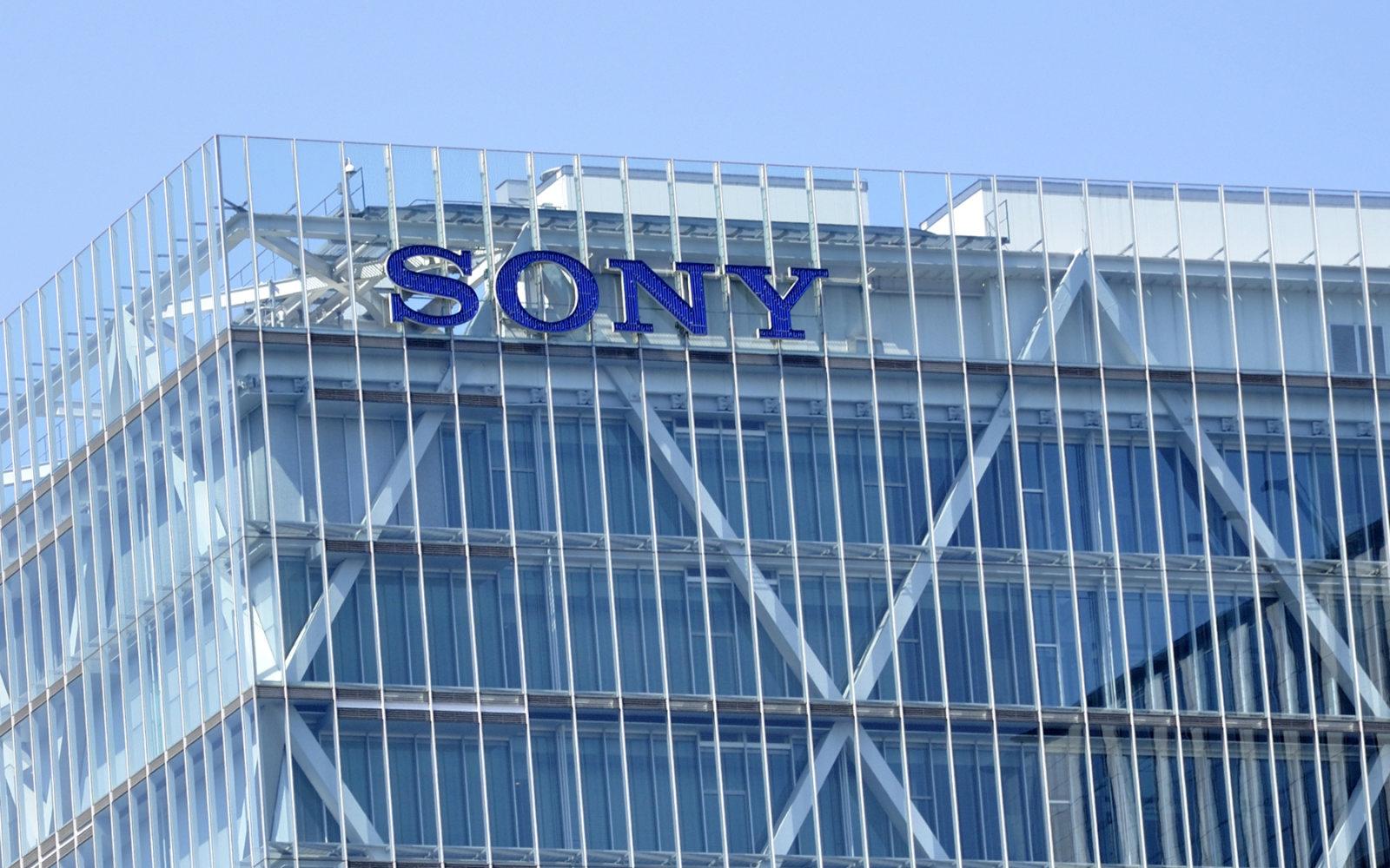 Los teléfonos móviles de Sony siguen sin hacer caja