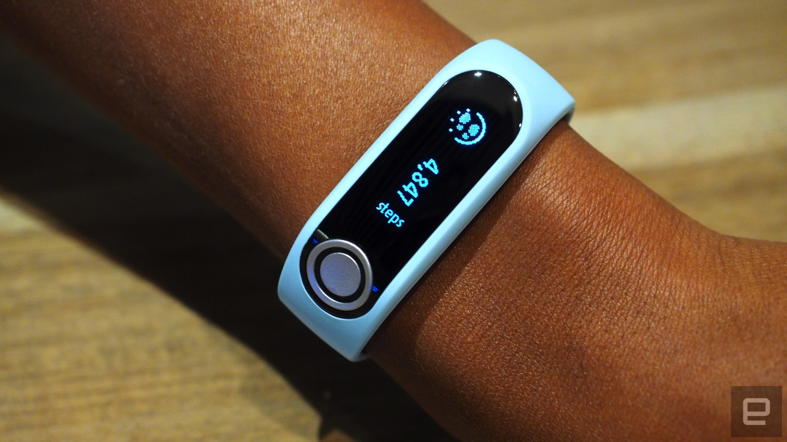 TomTom presenta una pulsera fitness que mide la grasa corporal