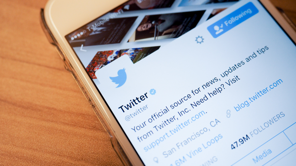 Twitter replaces stars with hearts because it loves new users