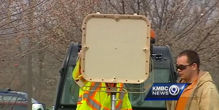 Verkehrskontrolle mit LRAD-Unterstützung: Wer zu schnell fährt bekommt was auf die Ohren (Video)
