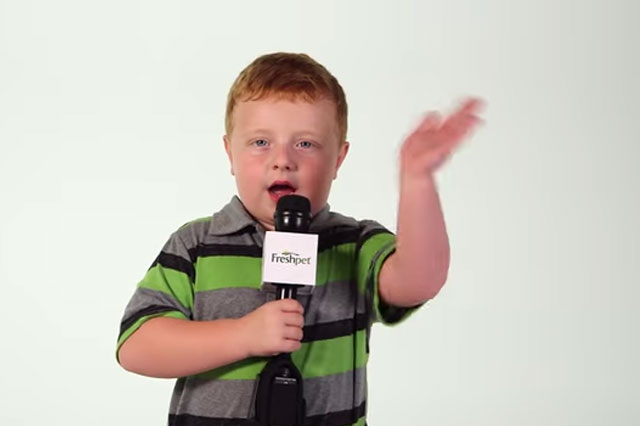 'Apparently' boy Noah Ritter stars in own advert (Video)