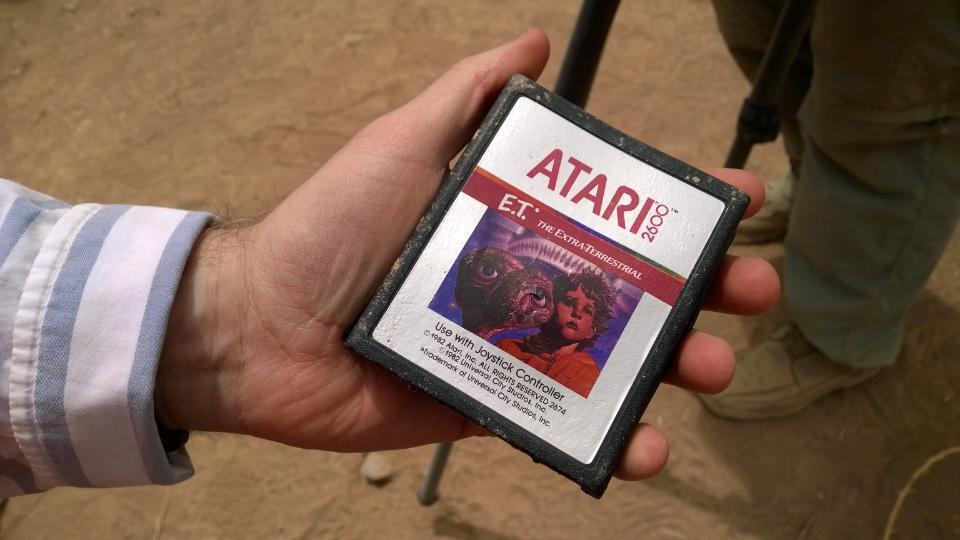 Desentierran los cartuchos de E.T en el desierto Cartucho-et-encontrado