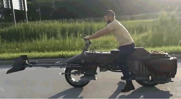 【ビデオ】米国のカスタムショップが『スターウォーズ』に登場する「スピ―ダーバイク」を製作!