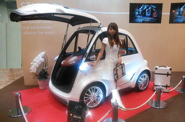 【東京モーターショー2015】左右のドアがないから、駐車効率UP!! 来年発売される超小型EV「ピアーナ」!!