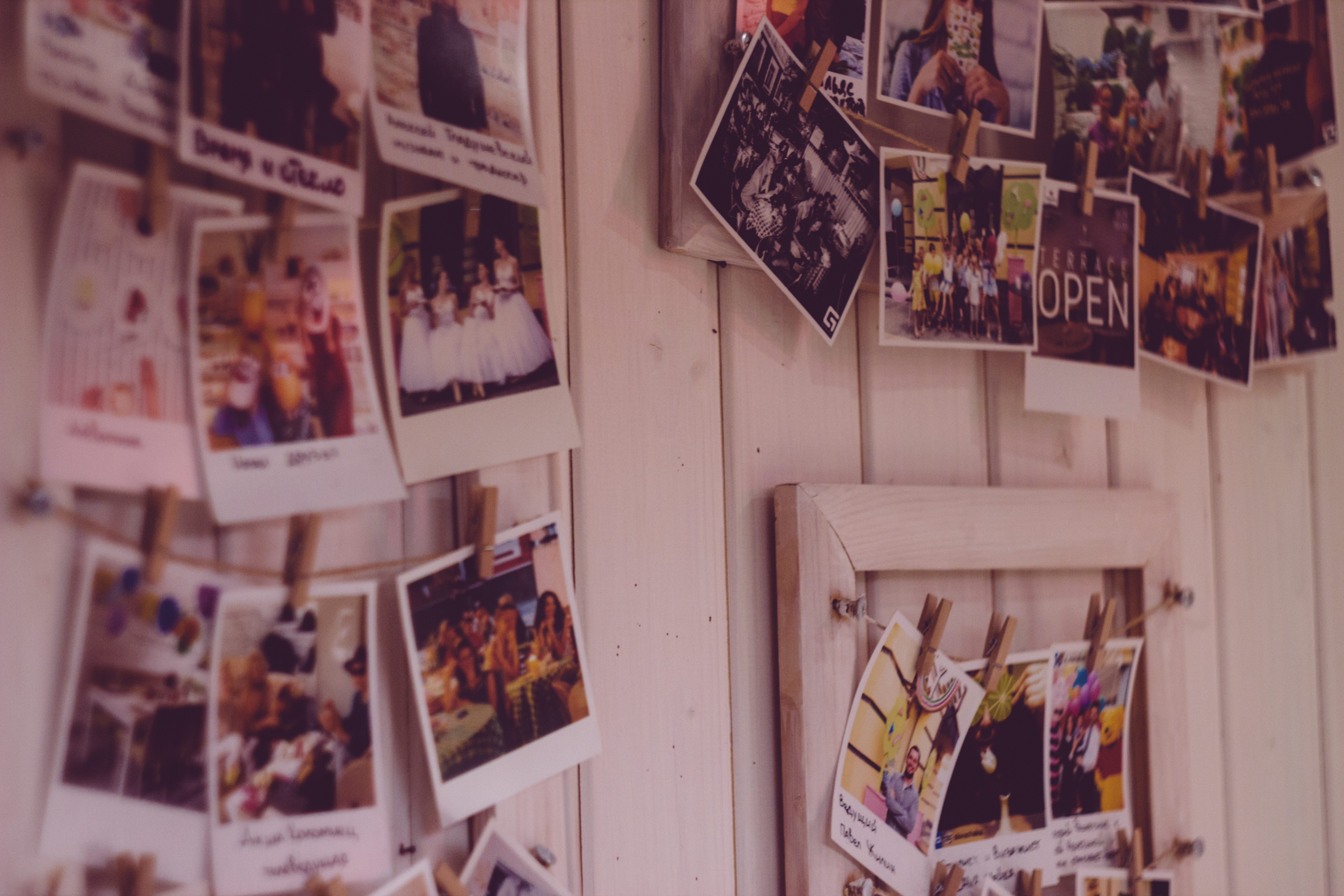 polaroid-photos-on-wall
