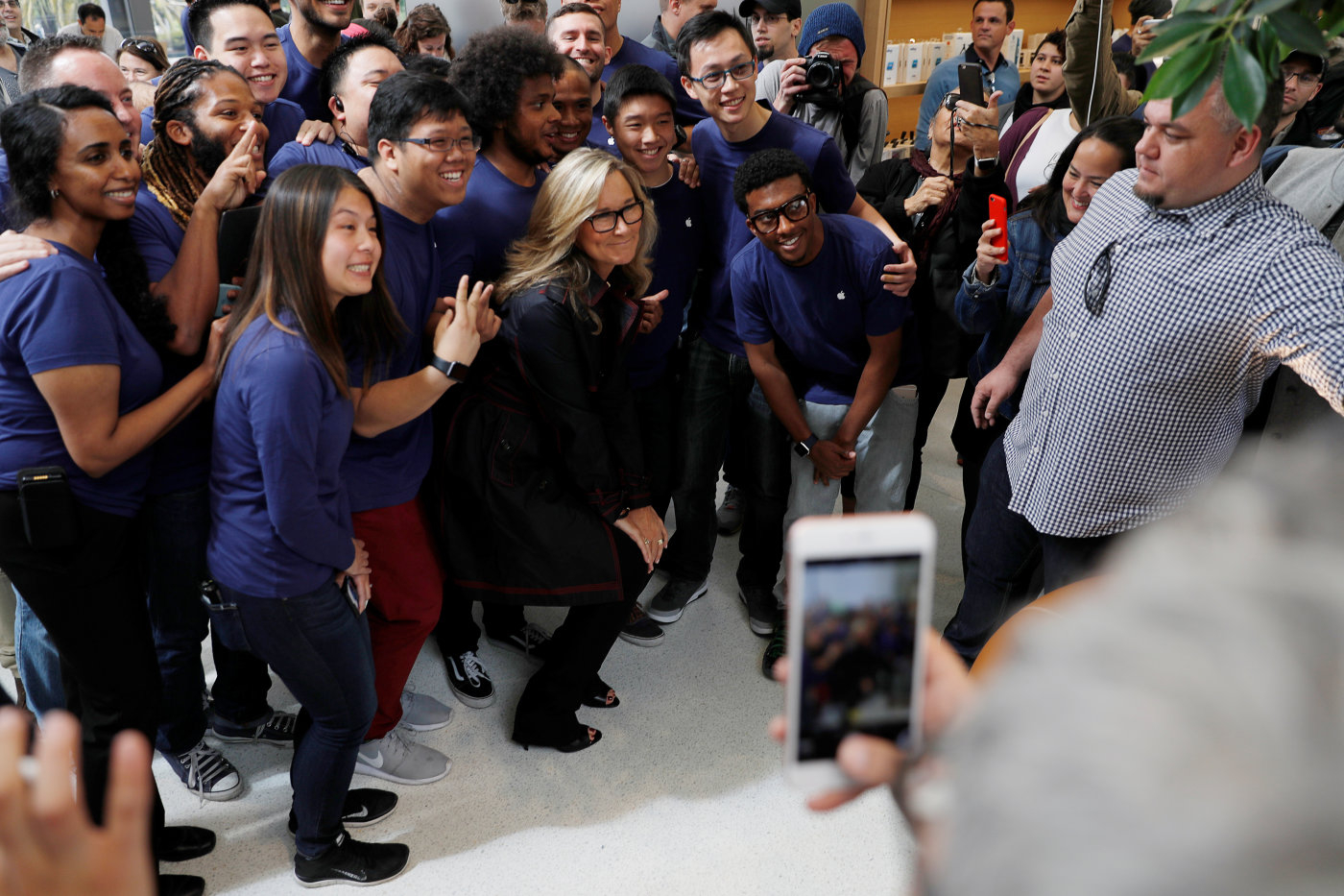 'Acampa' durante tres días frente a una Apple Store solo para ser el cliente inaugural