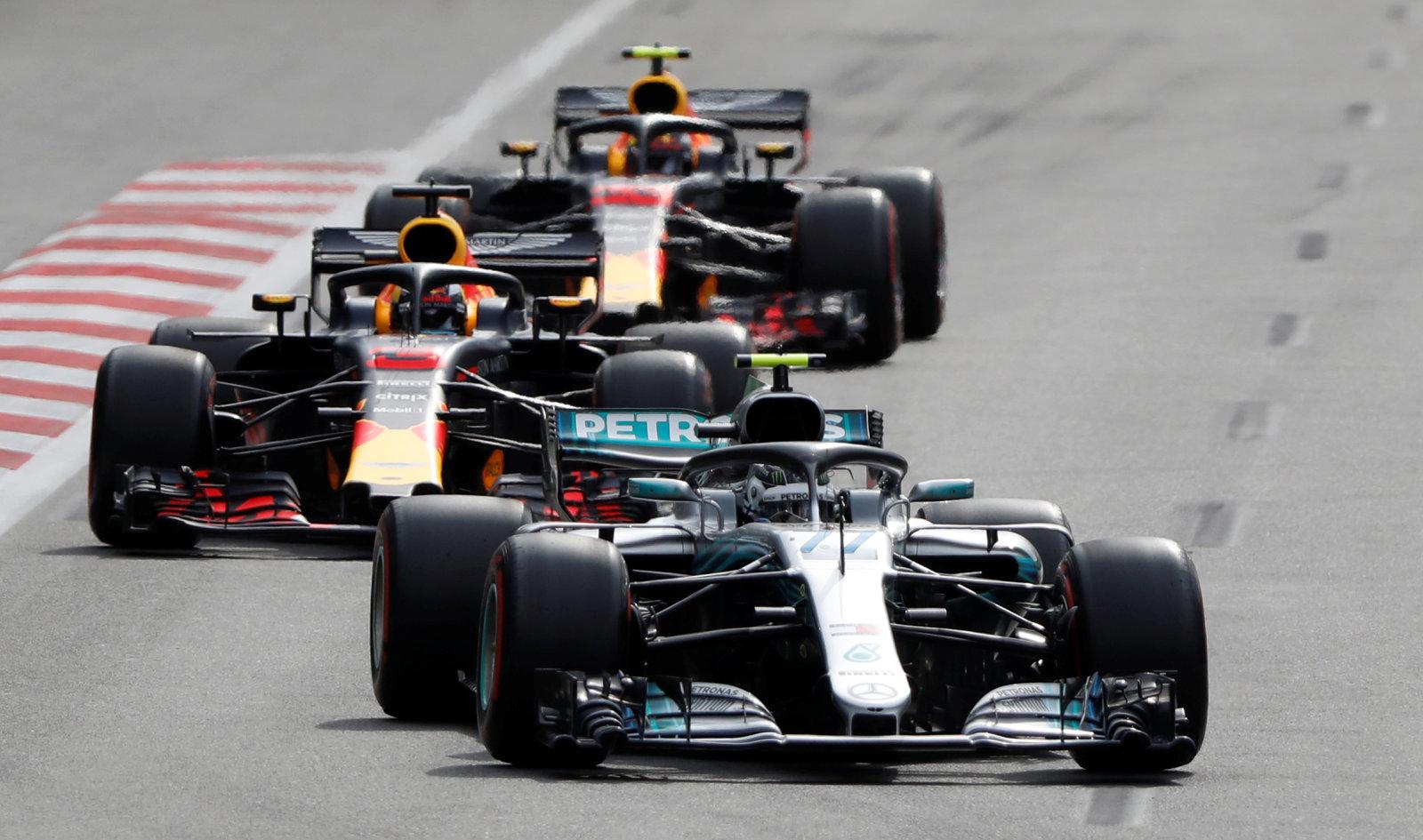Formula One - F1 - Azerbaijan Grand Prix - Baku City Circuit, Baku, Azerbaijan - April 29, 2018   Mercedes' Valtteri Bottas and Red Bull's Daniel Ricciardo in action during the race   REUTERS/David Mdzinarishvili