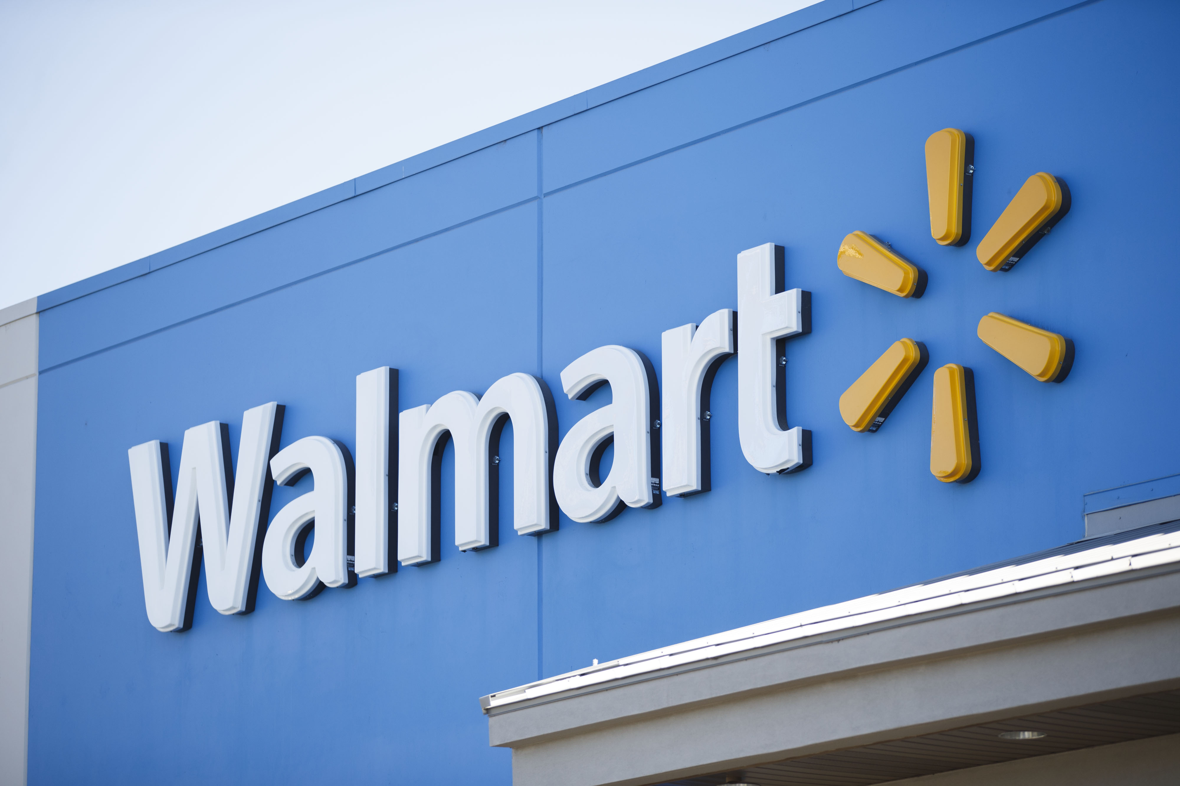 Wal-Mart to settle U.S. lawsuit over benefits for same-sex spouses