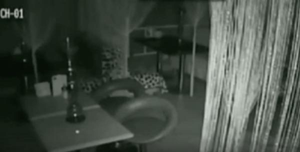 ロシアのバーで恐怖の心霊現象!防犯カメラがとらえた映像がコワすぎる