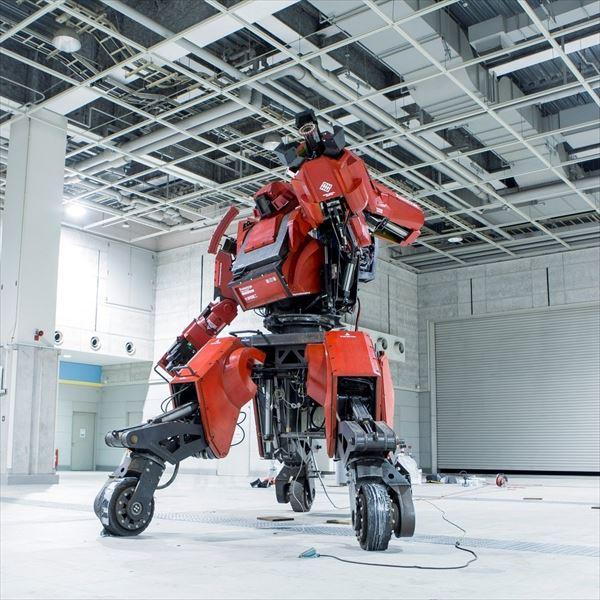 5トン&3.8メートルの巨大ロボット「クラタス」、購入者出現の噂にネット上震撼