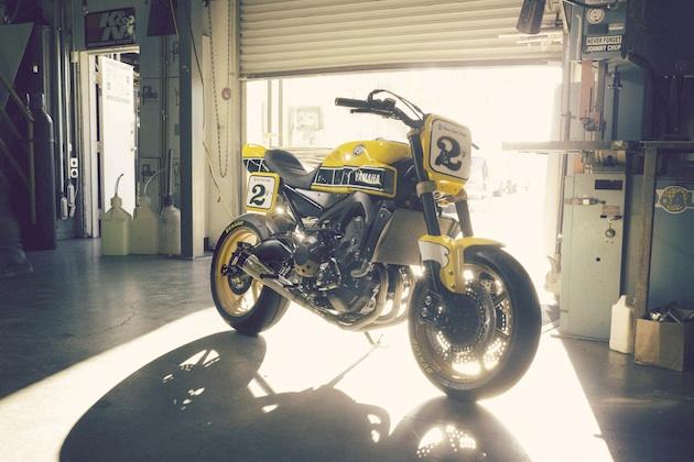 ローランド・サンズが手掛けたヤマハのカスタム・バイク「Faster Wasp」(ビデオ付)