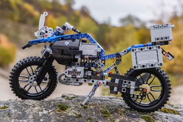 レゴが初めて2輪メーカーと協力して製作した、BMW「R1200 GS Adventure」のキットが登場!