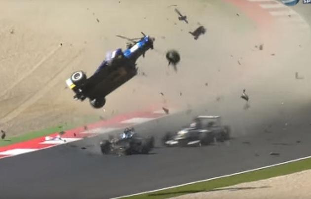 【ビデオ】F3で3台が絡む大クラッシュが発生! マシンが宙を舞う衝撃映像