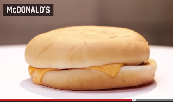 マクドナルドがヤバい!「ハンバーガーを30日間放置してみると」実験に衝撃結果